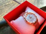 Женские часы с перламутром на миланском браслете.