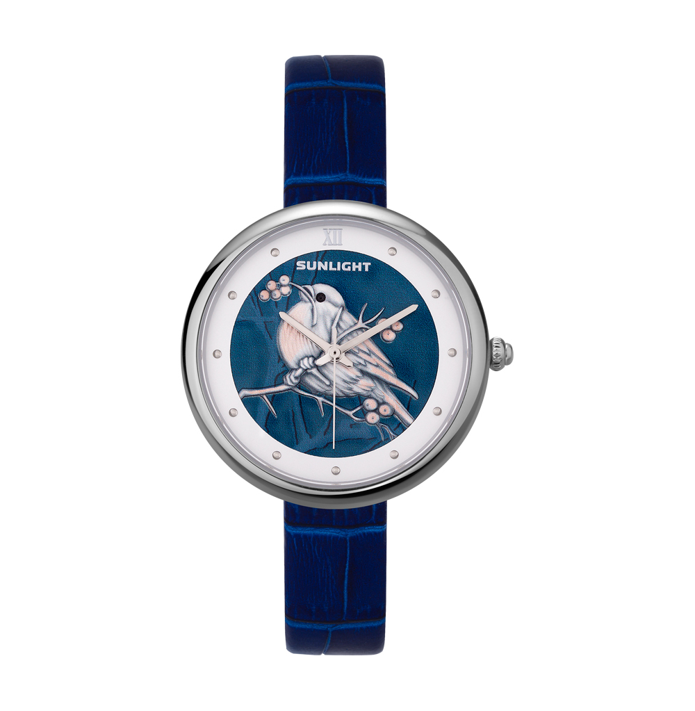 Женские часы с эмбоссированнием на кожаном ремне