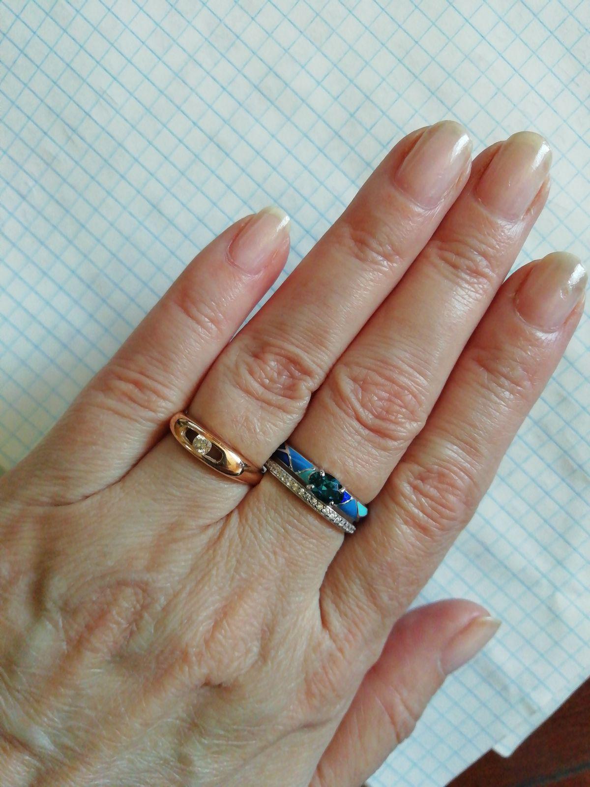 Серебряное кольцо с топазами и эмалью