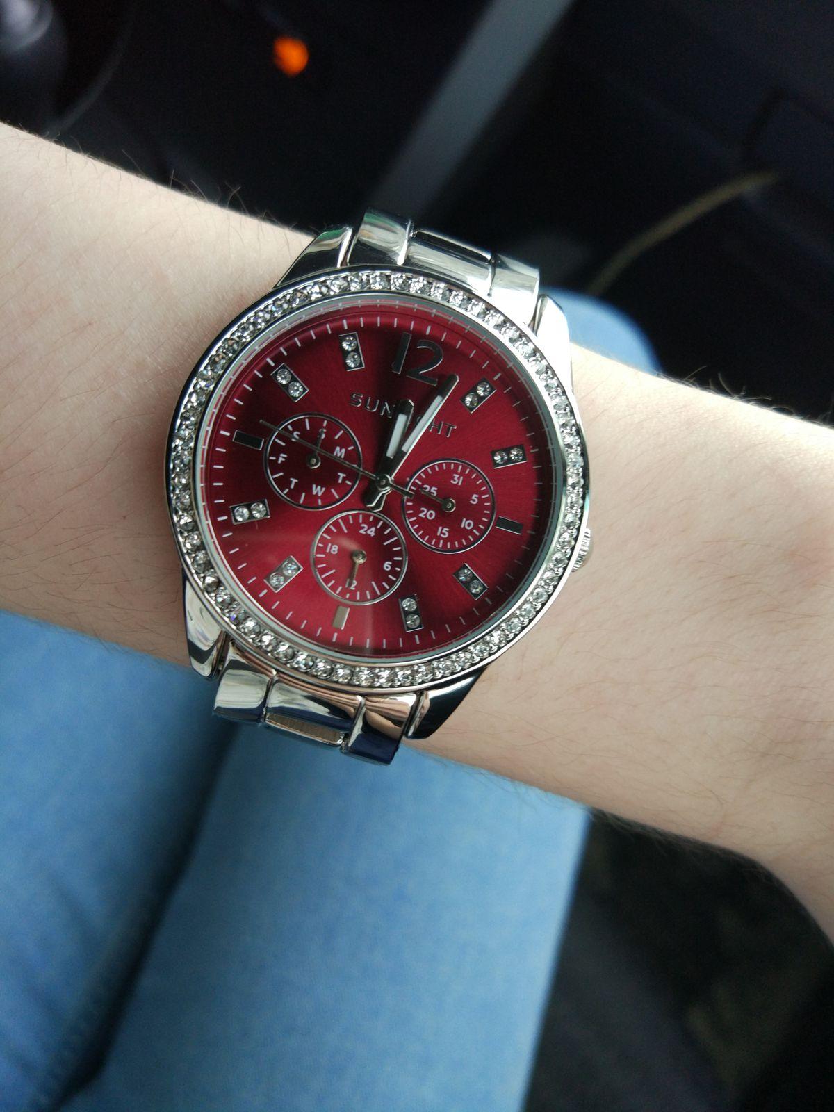 Безумно красивые часы.
