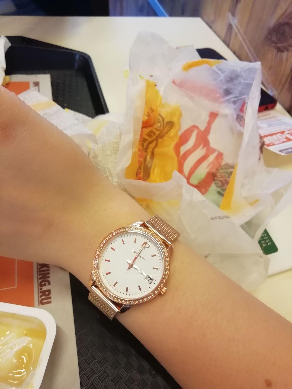 Красивые, нежные часы