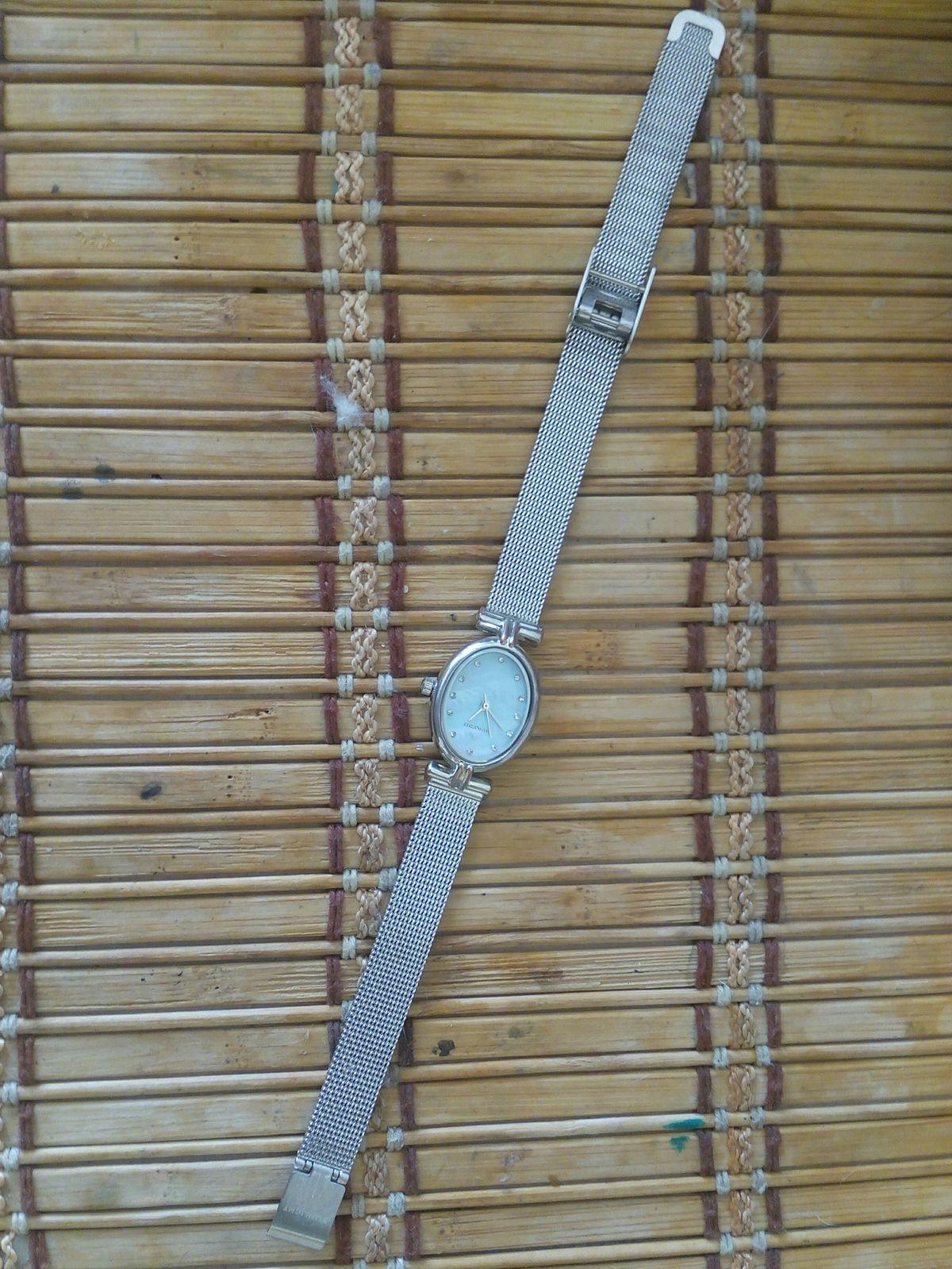 Элегантные часы.