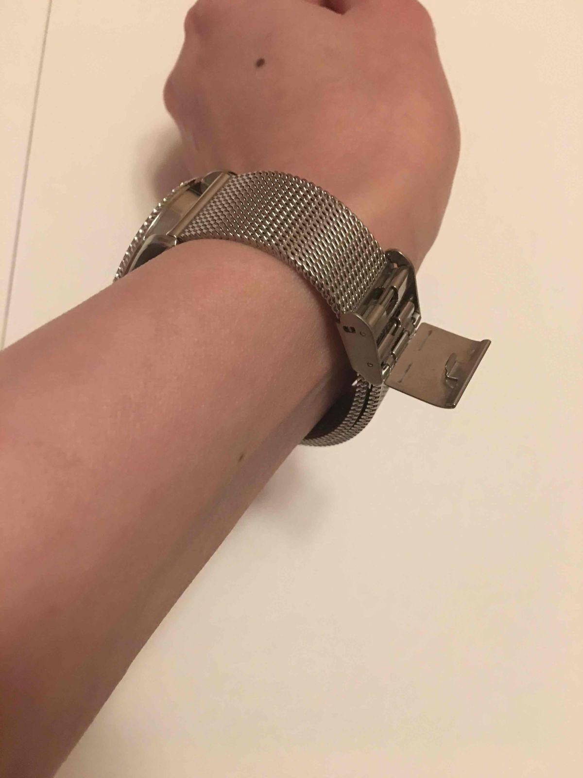 Часы не удобные, не рекомендую никому(брак)