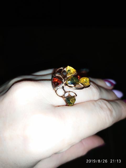 Кольцо с янтарем.