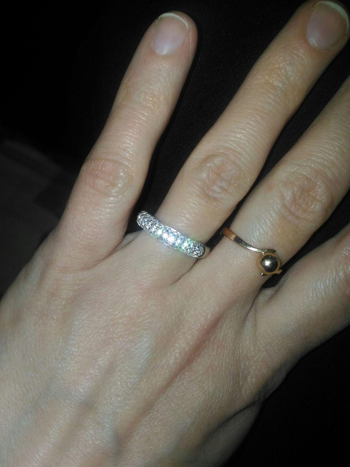 Шикарное кольцо! Гонялась за ним по всему городу!