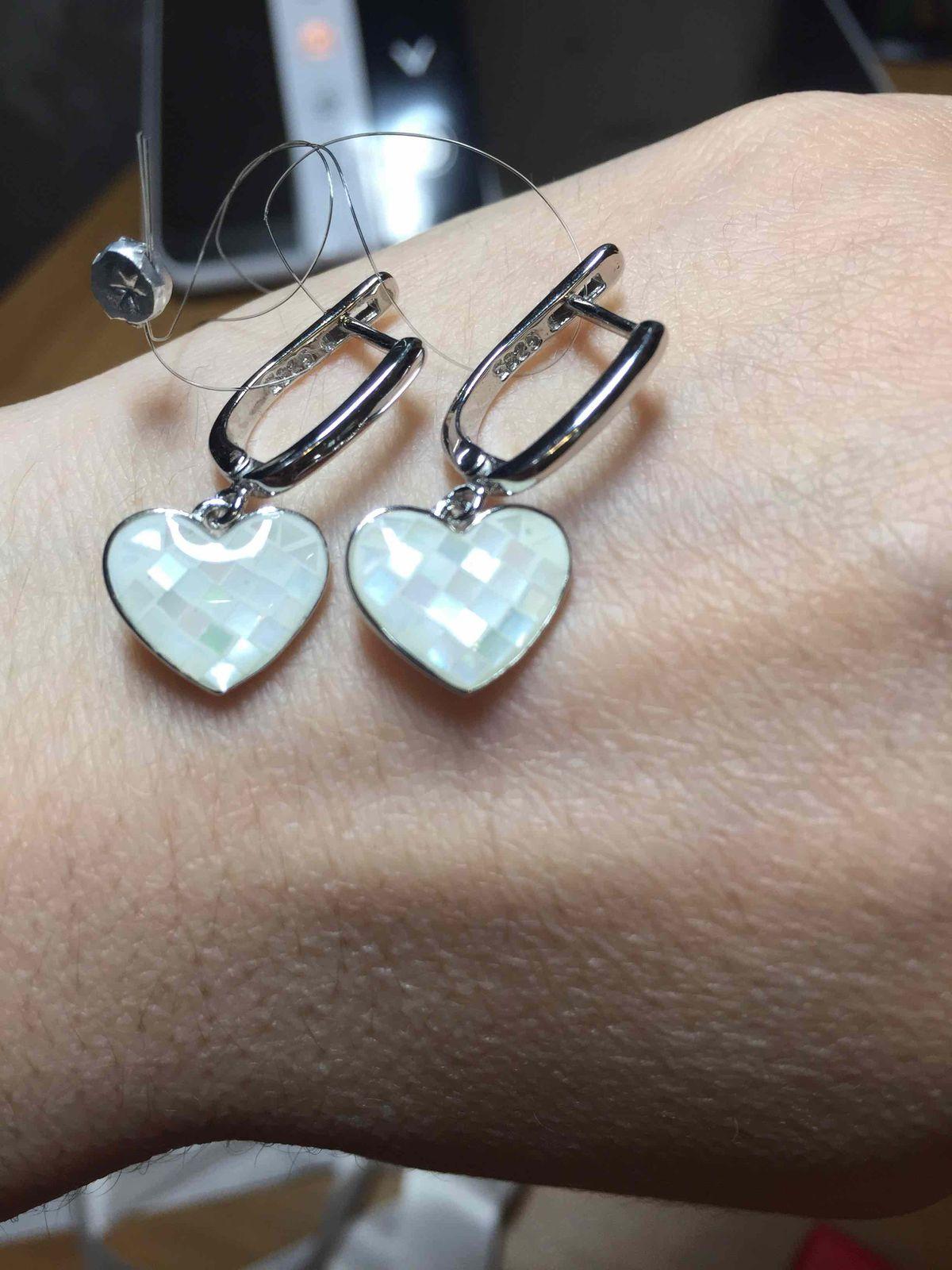 Нежные серебряные серьги с перламутром.