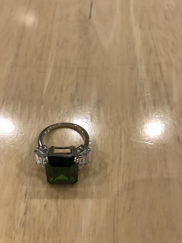 Кольцо серебро с большим зеленым фианитом