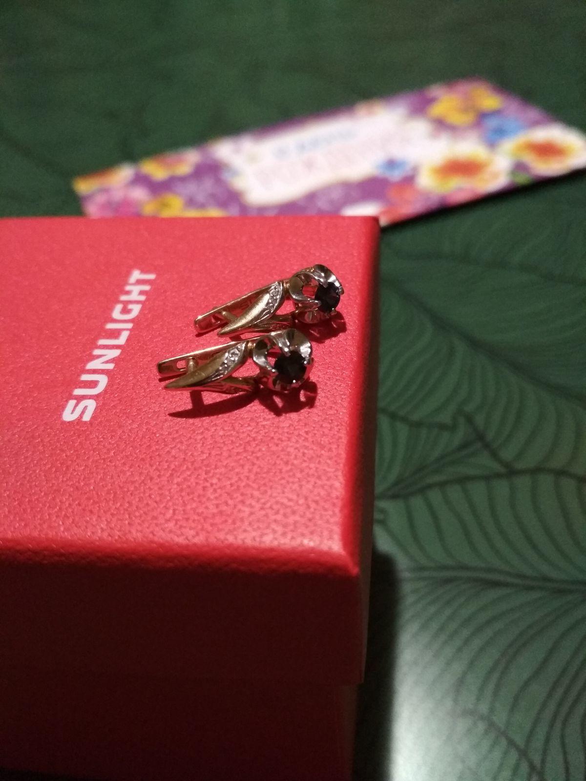 Серьги с сапфирами и бриллиантами.
