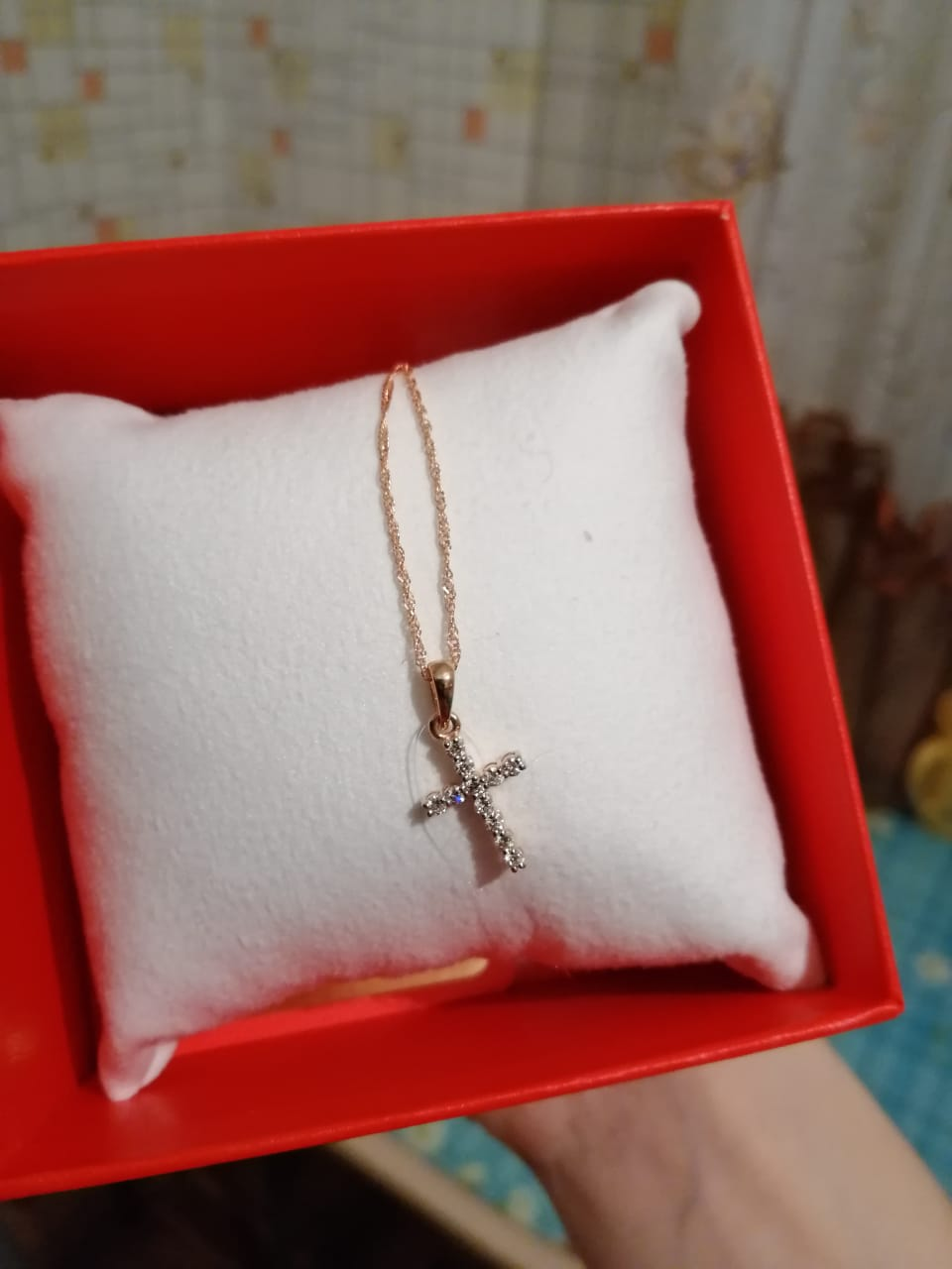 Крестик с бриллиантами !)