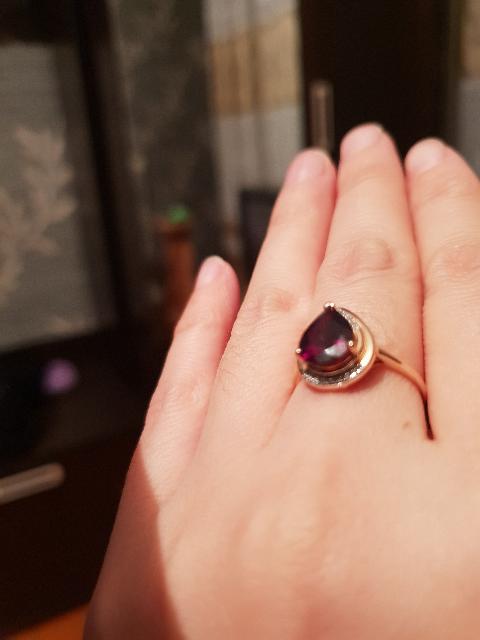 Хотела всегда кольцо с гранатом.
