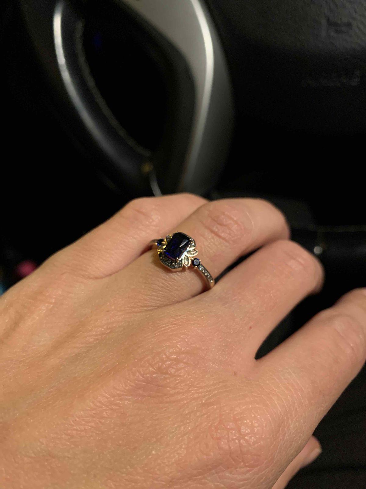 Изящное кольцо с сапфирами и бриллиантами