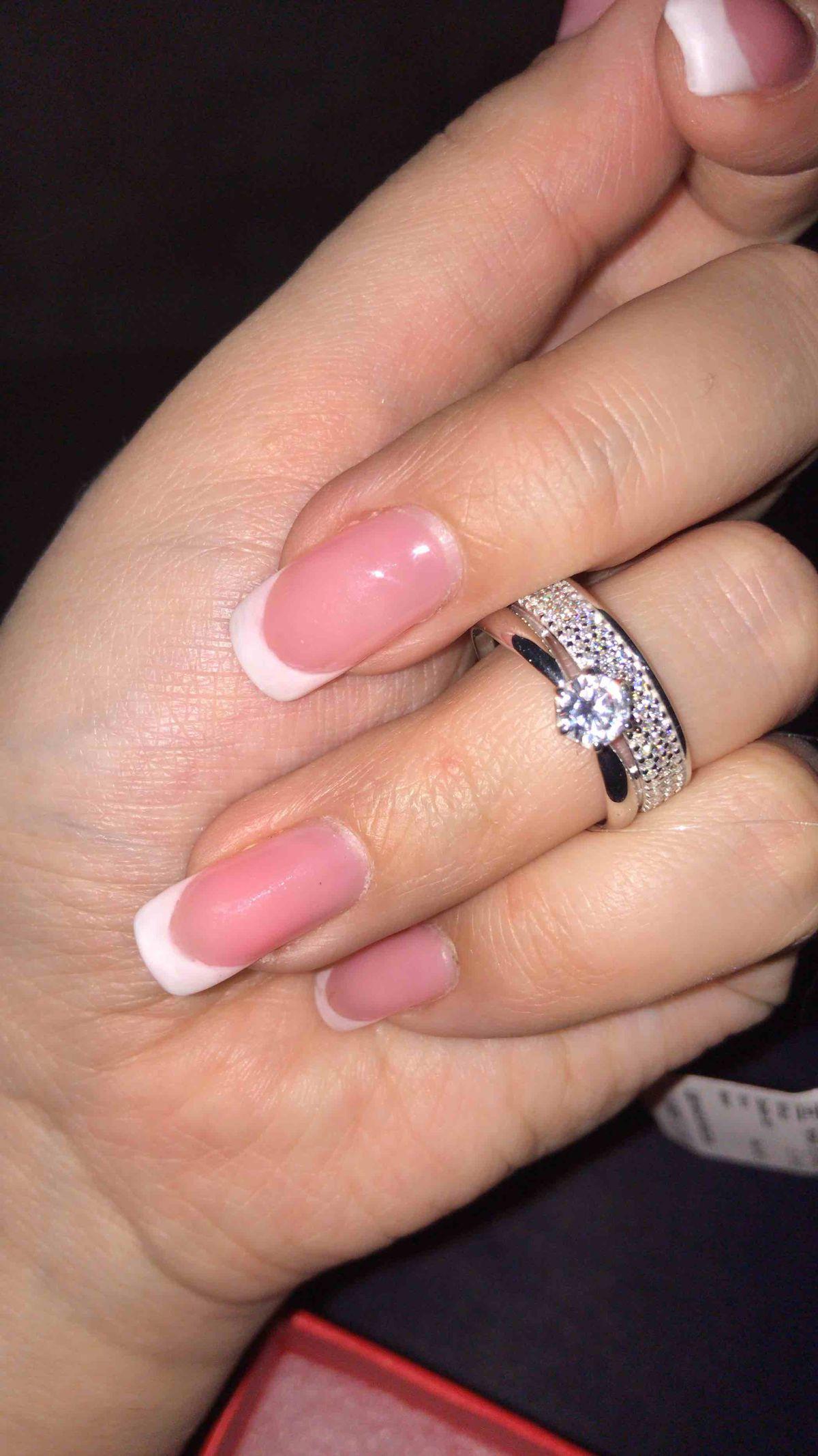 Серебрянок кольцо с фианитами