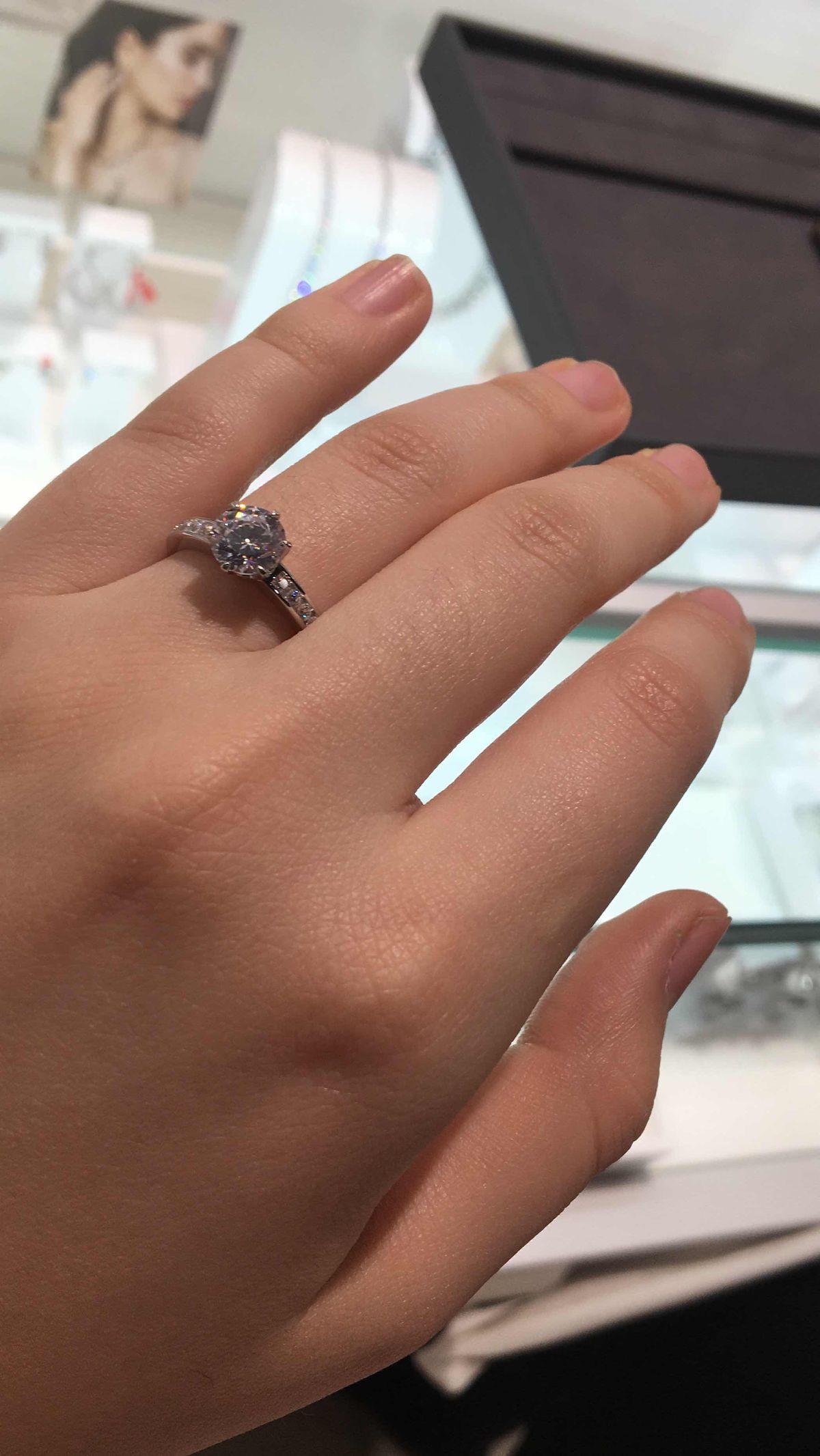 Серебрянное кольцо с фианитами