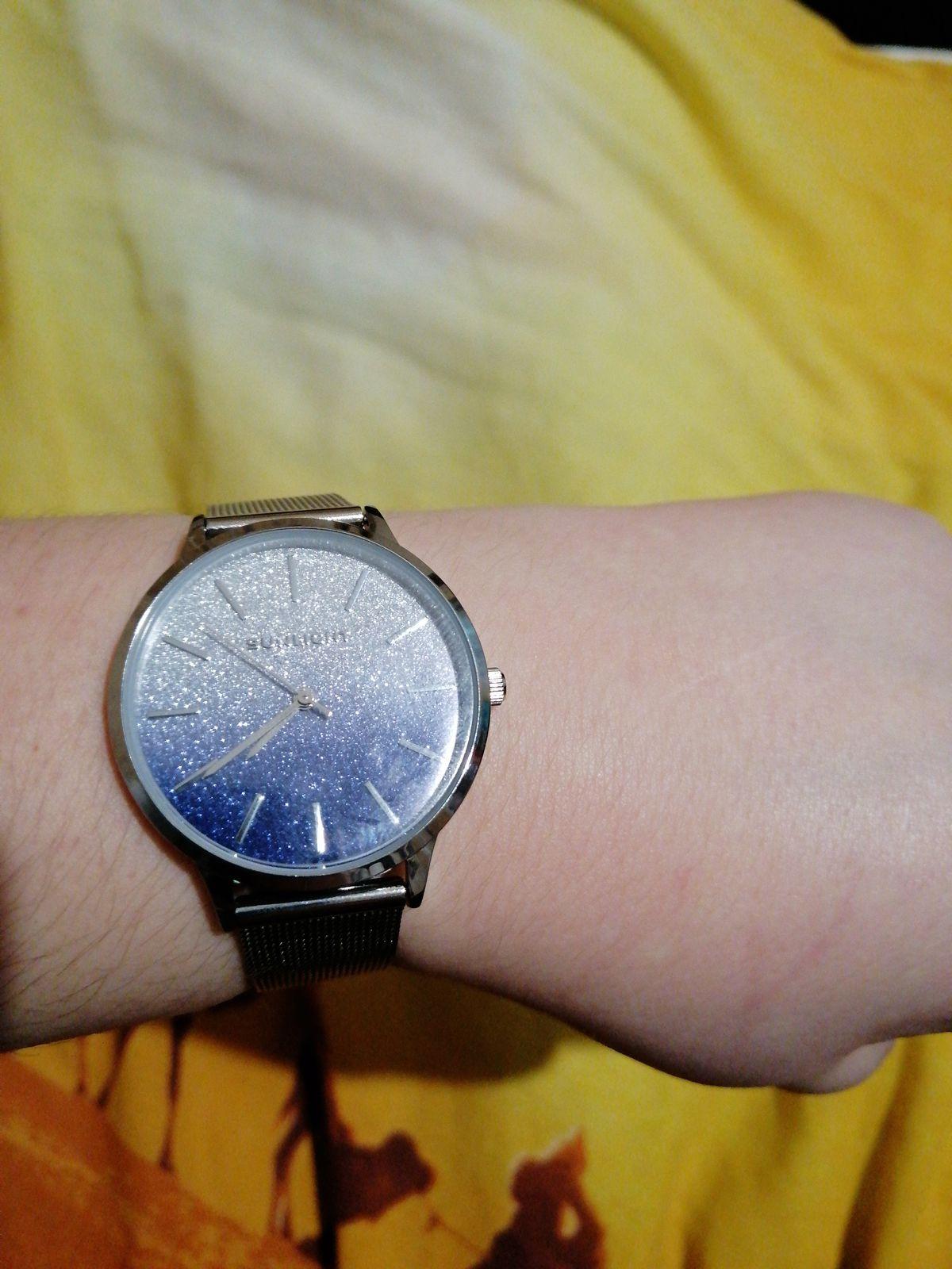 Отличный подарок. Прекрасные часы.