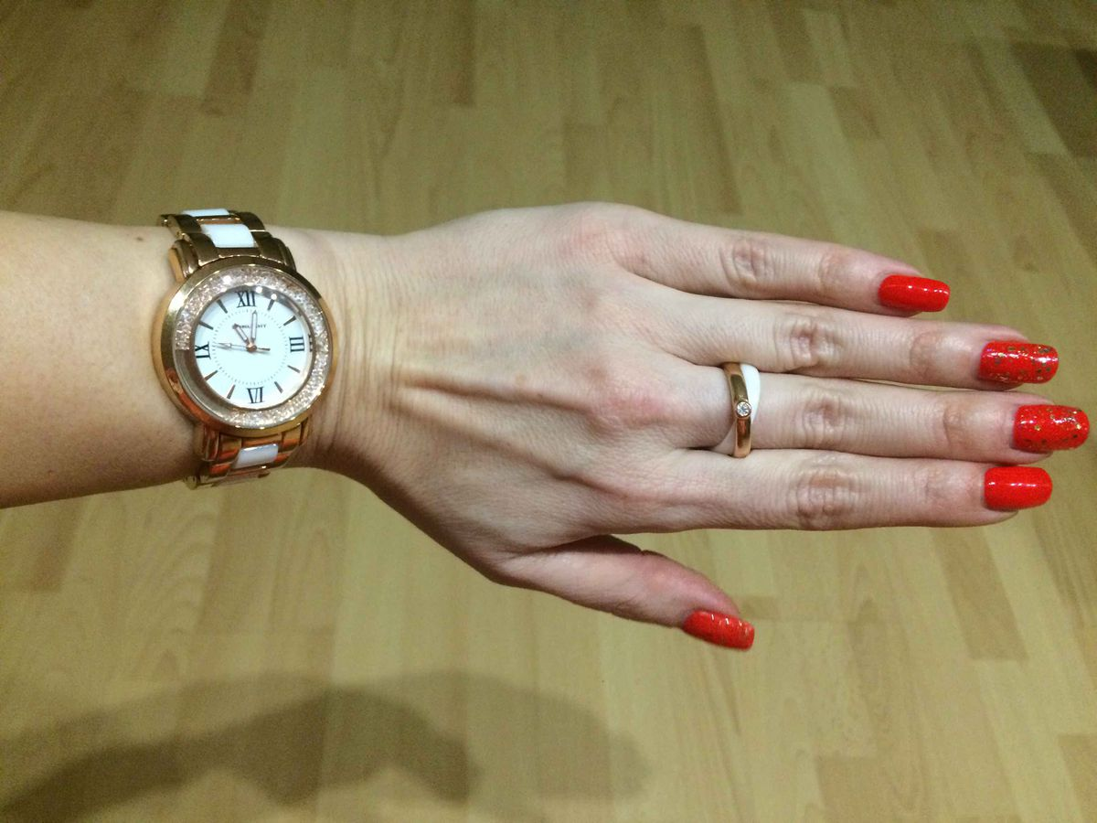 Белые часы-керамика