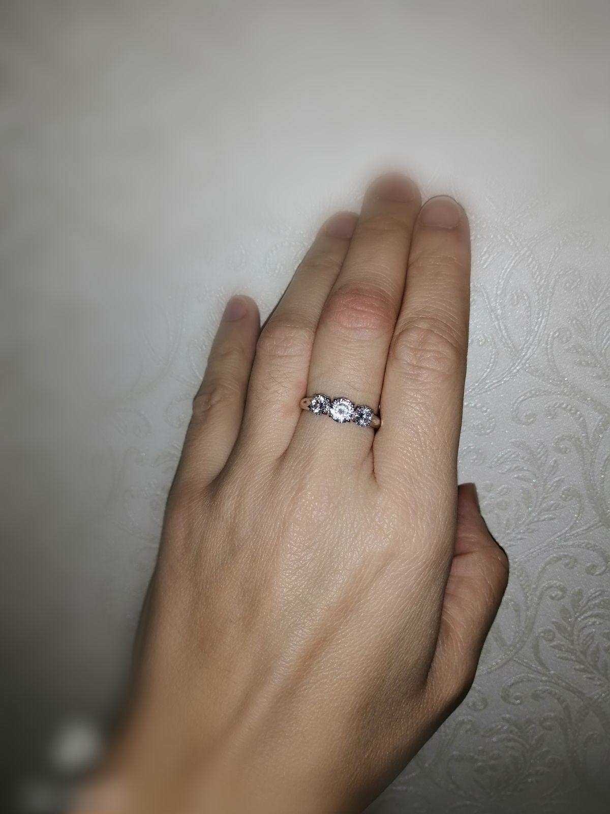 Блестящее кольцо, классического исполнения