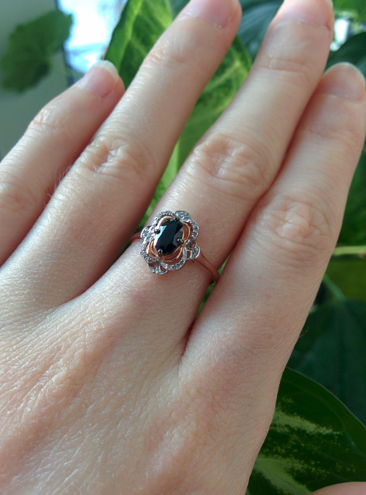Перстень в темным сапфиром