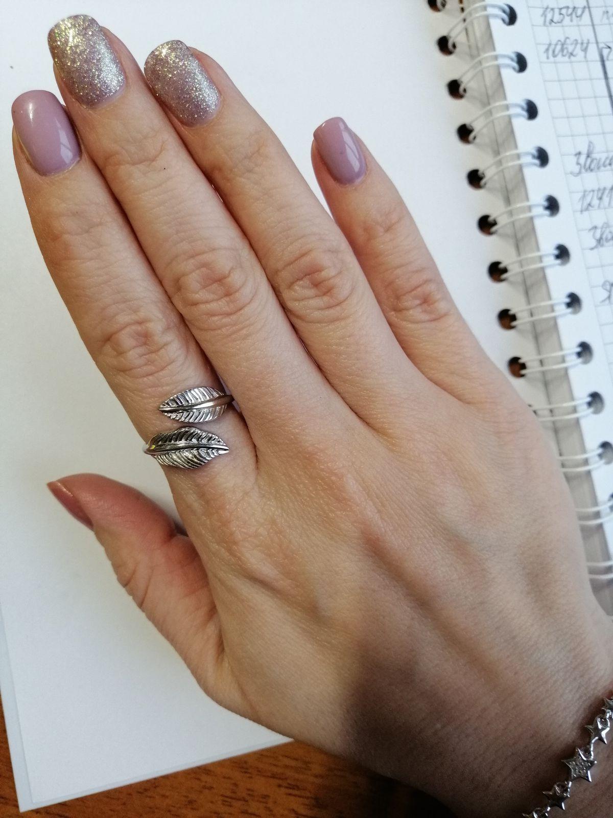 Стильное кольцо-поцелуй