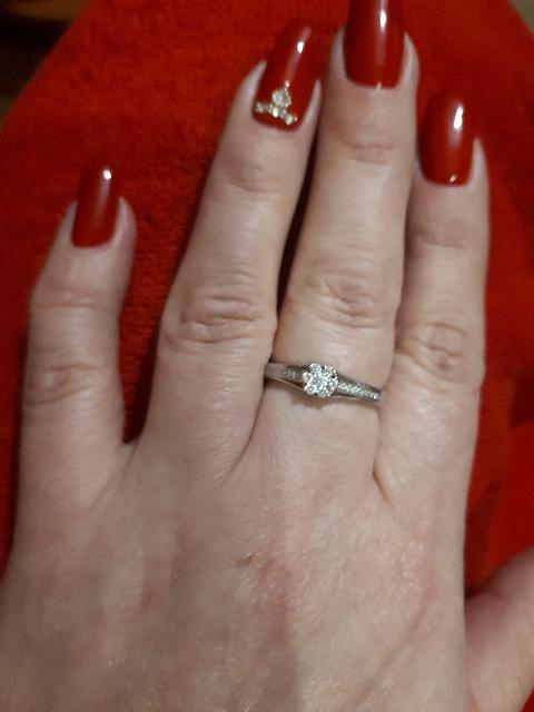 Кольцо с семью бриллиантами в середине и восемнадцать мелких камней
