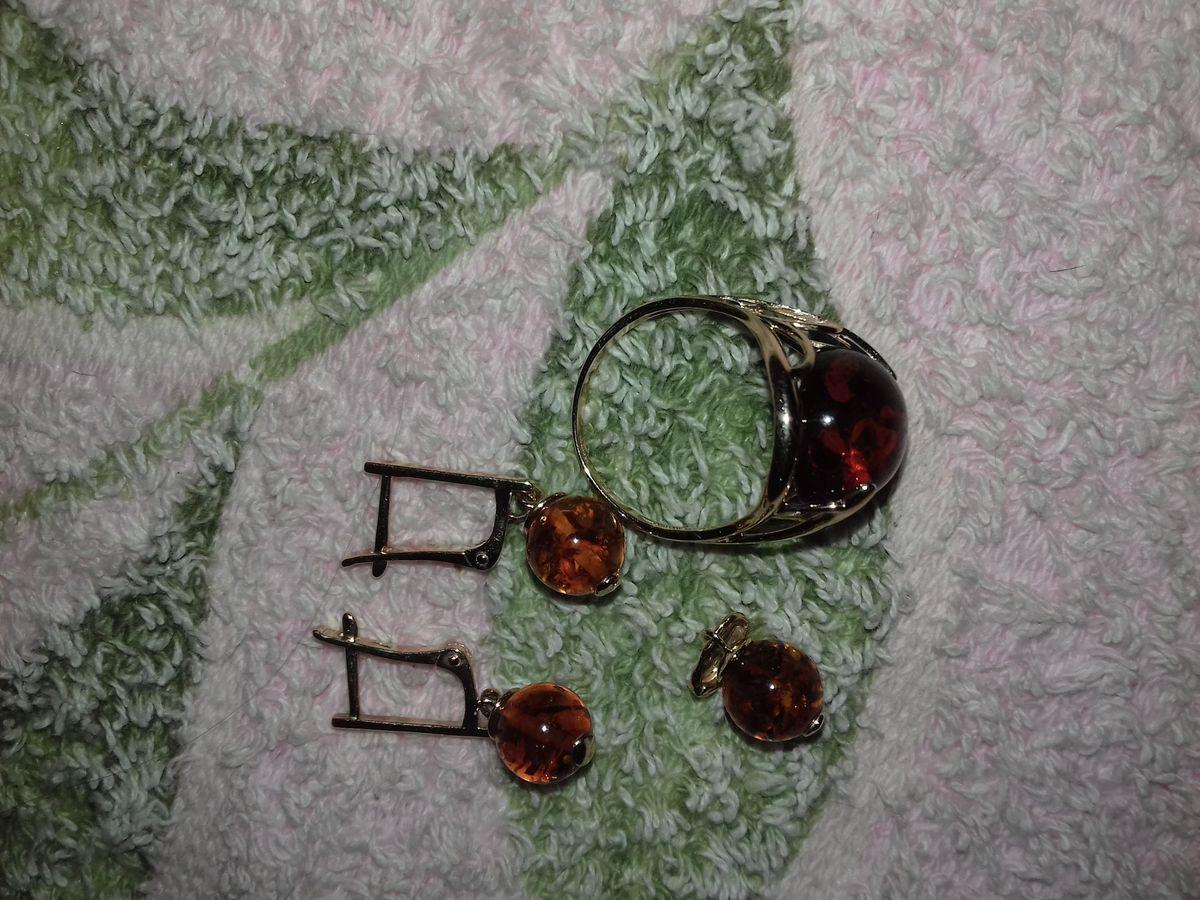 Маленькие сережки и кулончик, колечко большое