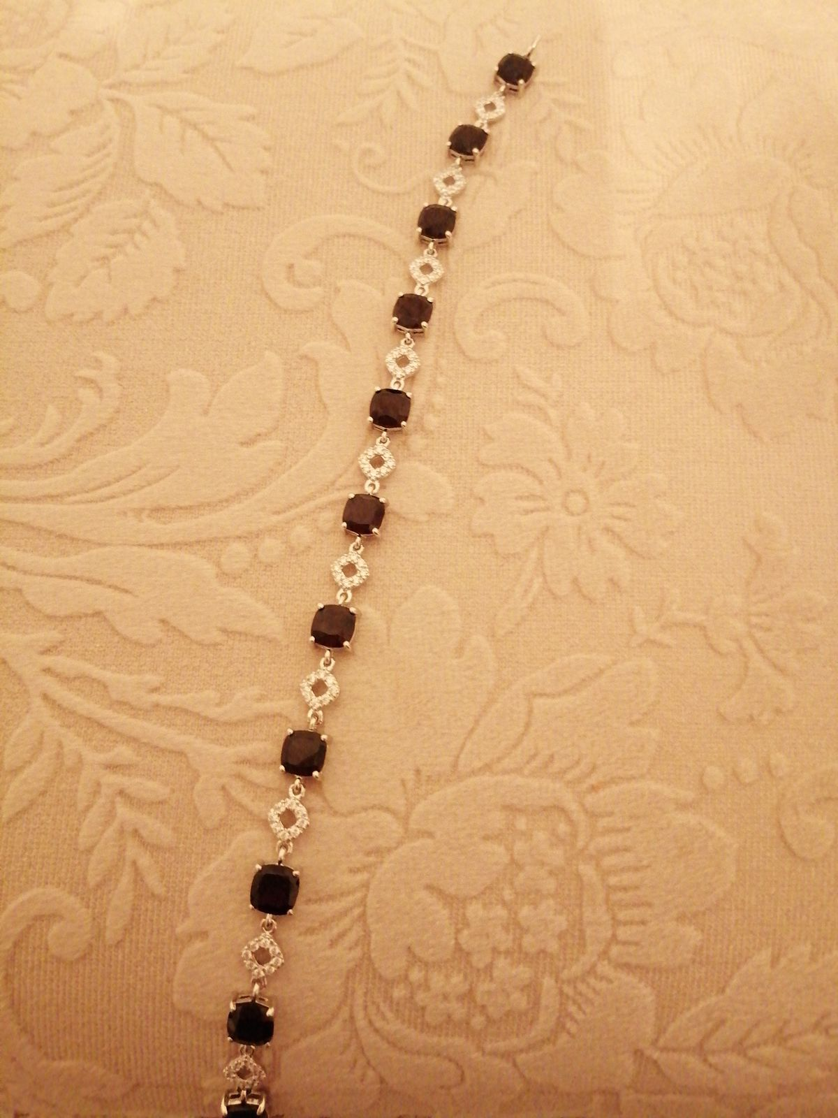Гранатовый браслет