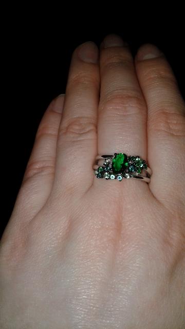 Покупала под зелёное платье