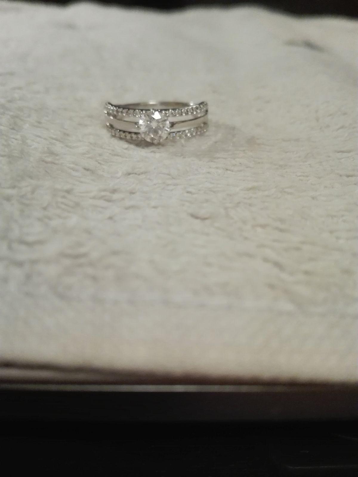 Серебряное кольцо с фианитами SOKOLOV.
