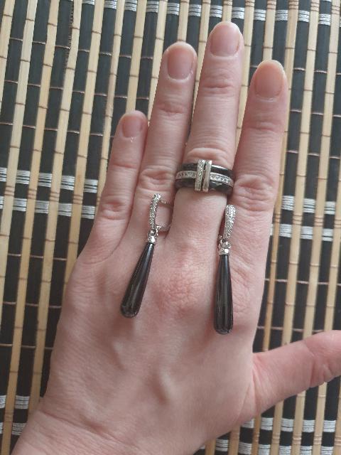 Кольцо строгое, но элегантное.