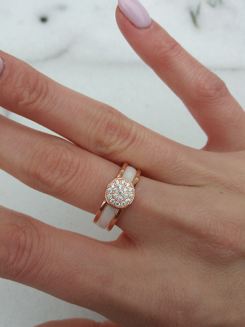 Кольцо со вставкой из керамики.