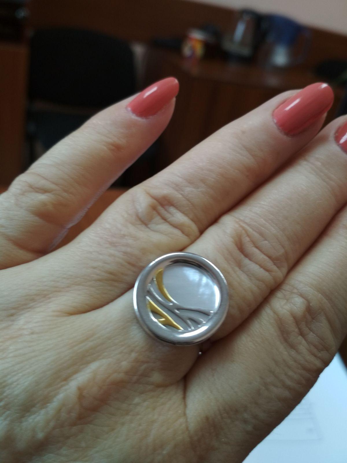 Великолепное кольцо с перламутром