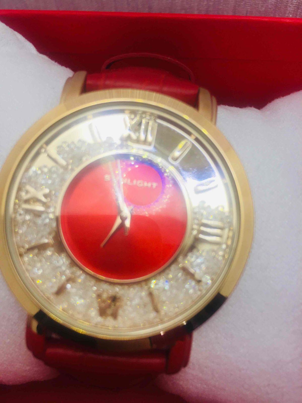 Super часы оргинально, нарядные, очень красивые