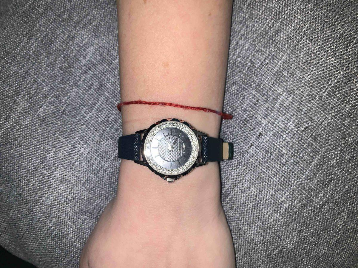 Женские часы на кожаном ремне