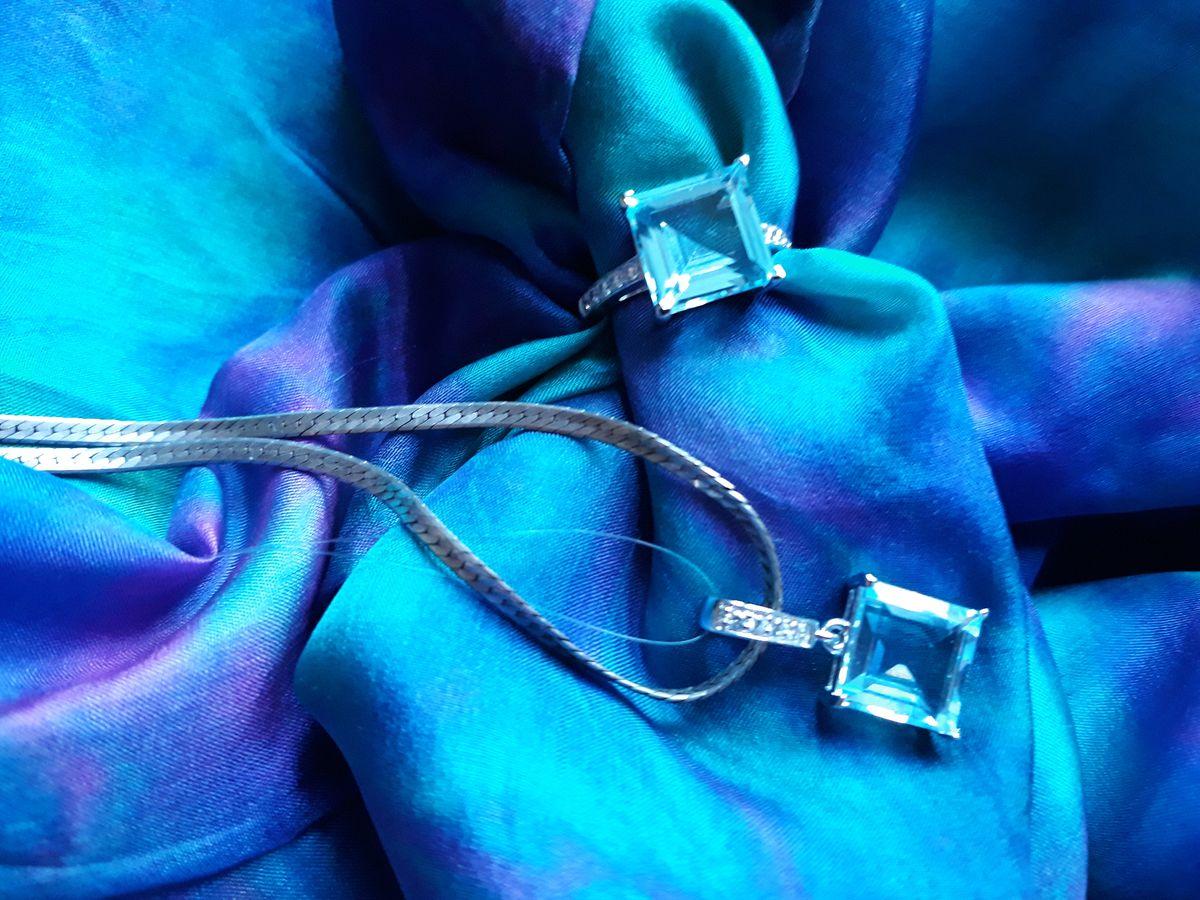 Восхитительное кольцо с топазом