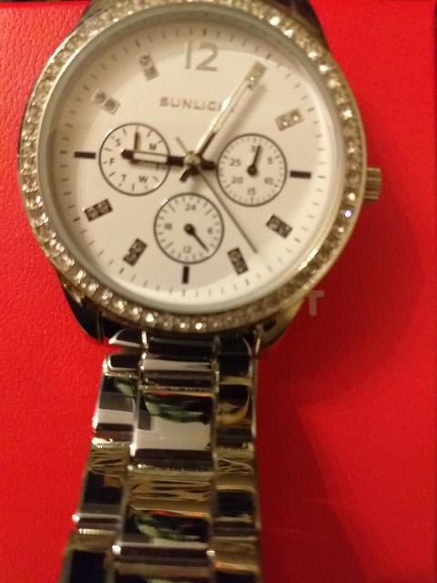 Купила часы для себя,с фианитами.