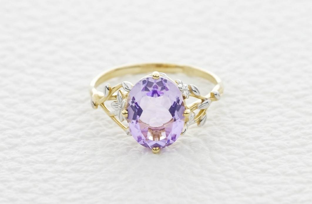 Прекрасное кольцо с натуральным Аметистом известного Костромского завода !