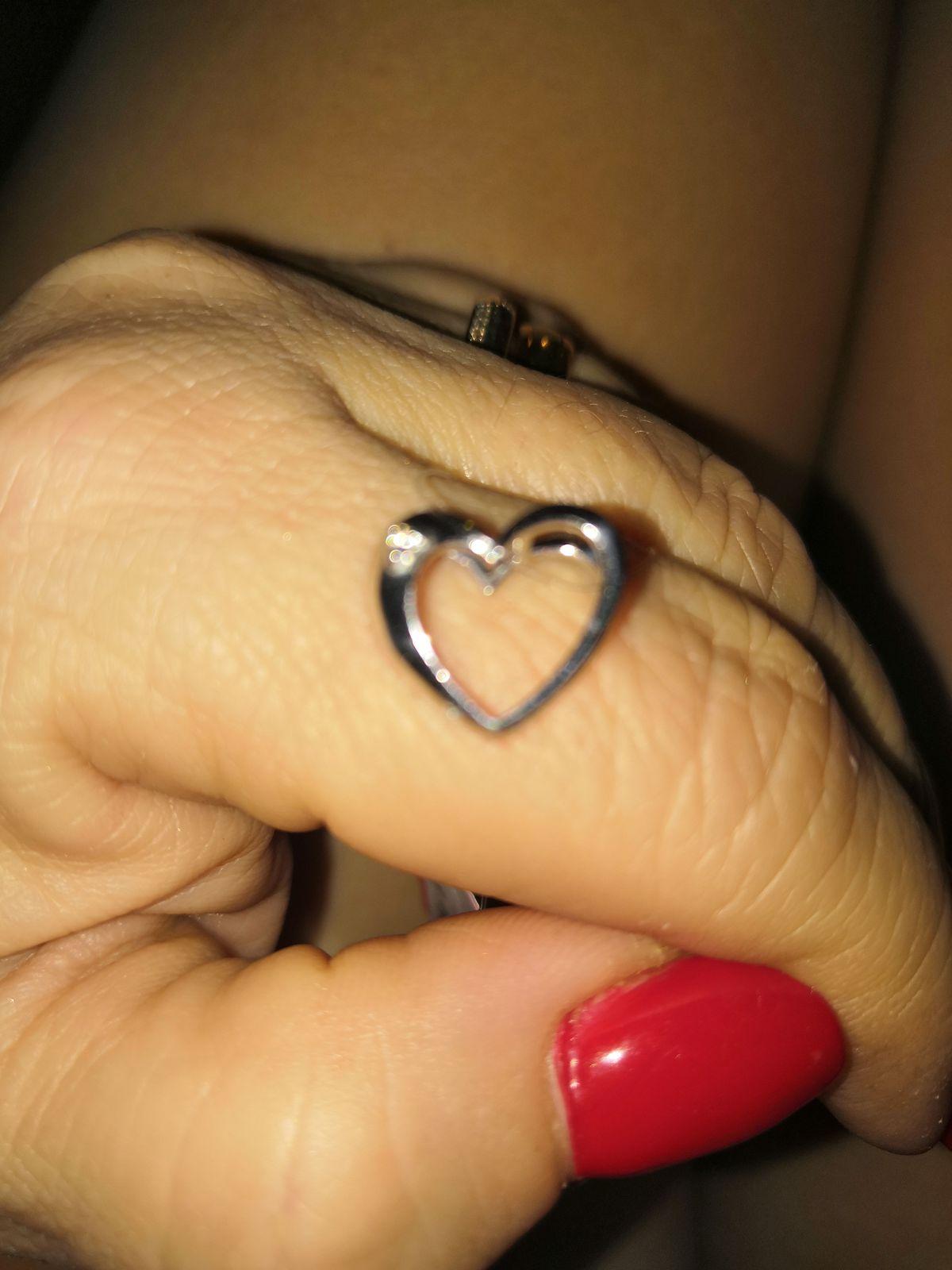 Сердечко из белого золота с бриллиантом.