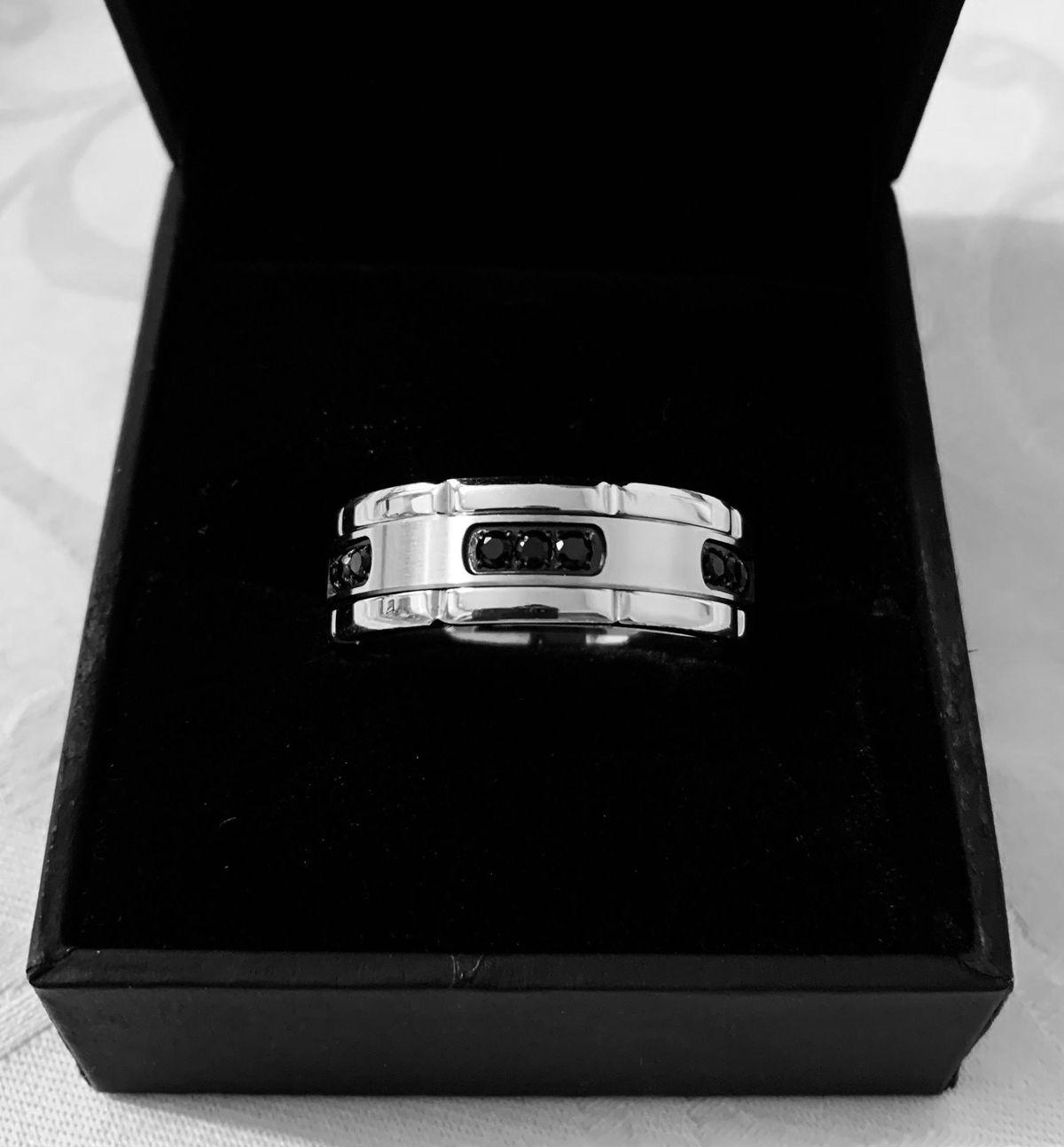 Очень красивое кольцо с секретом.