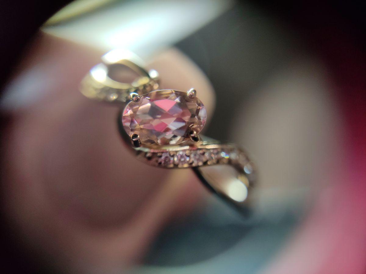 Очень нежное золотое кольцо