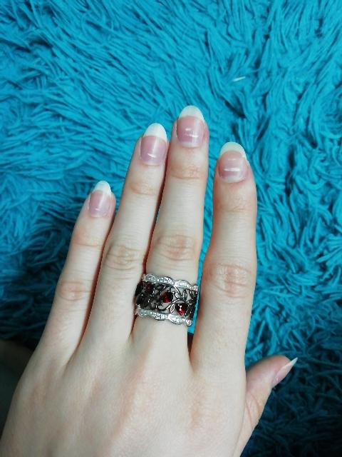 Серебряное кольцо с гранатами и фианитами