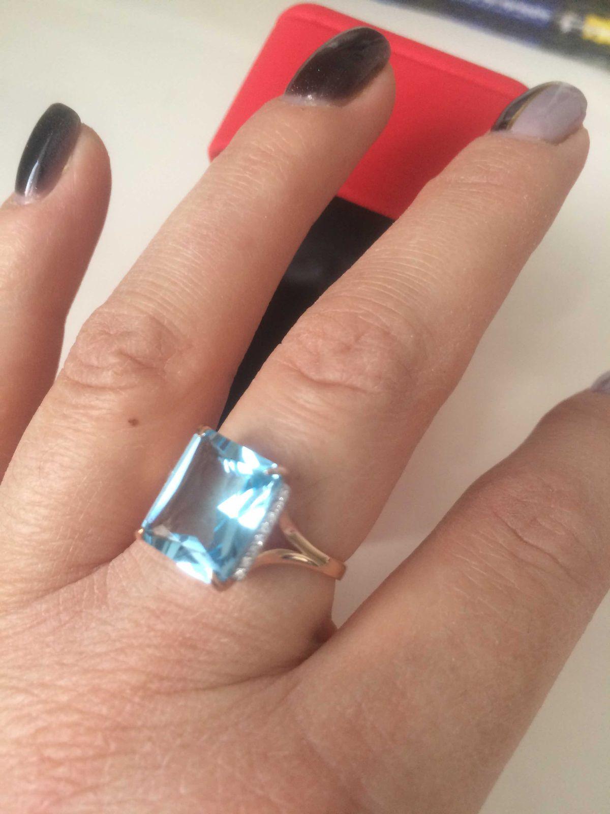 Кольцо с большим камнем топазом