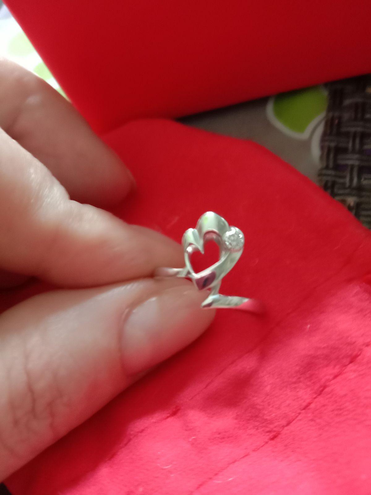 Милое серебряное колечко с бриллиантом