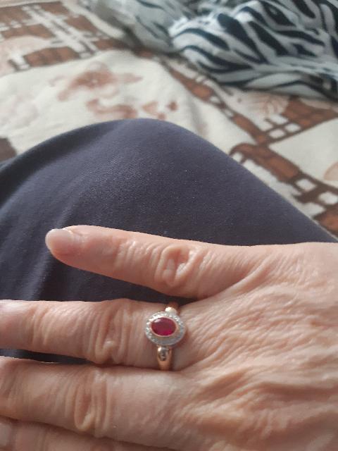 Золотое кольцо с рубином и брилиантами