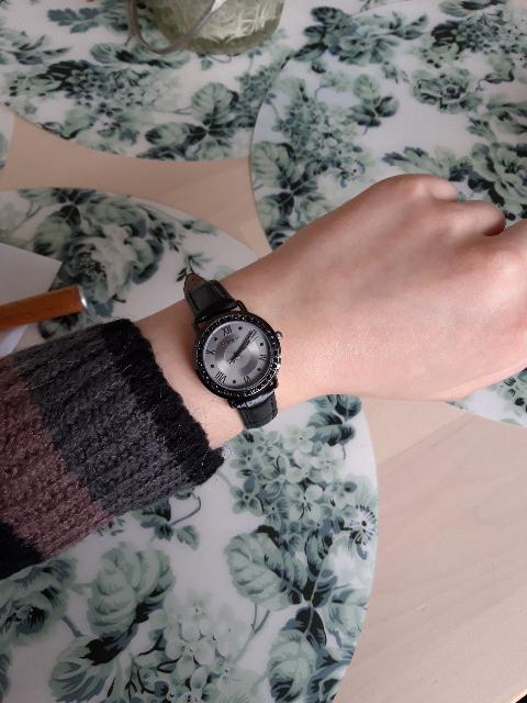 Красивые строгие часы