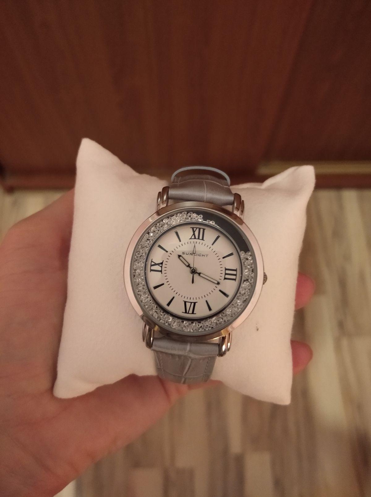 Женские часы с кристалами