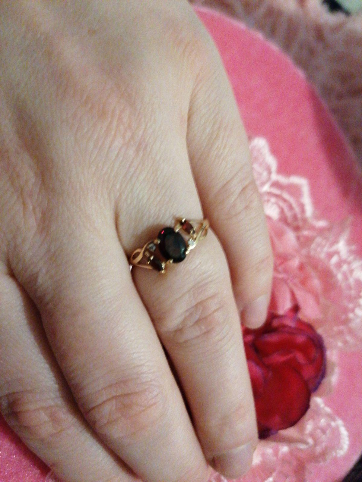 Супруг подарил мне на 8 марта. очень рада такому подарку!!!