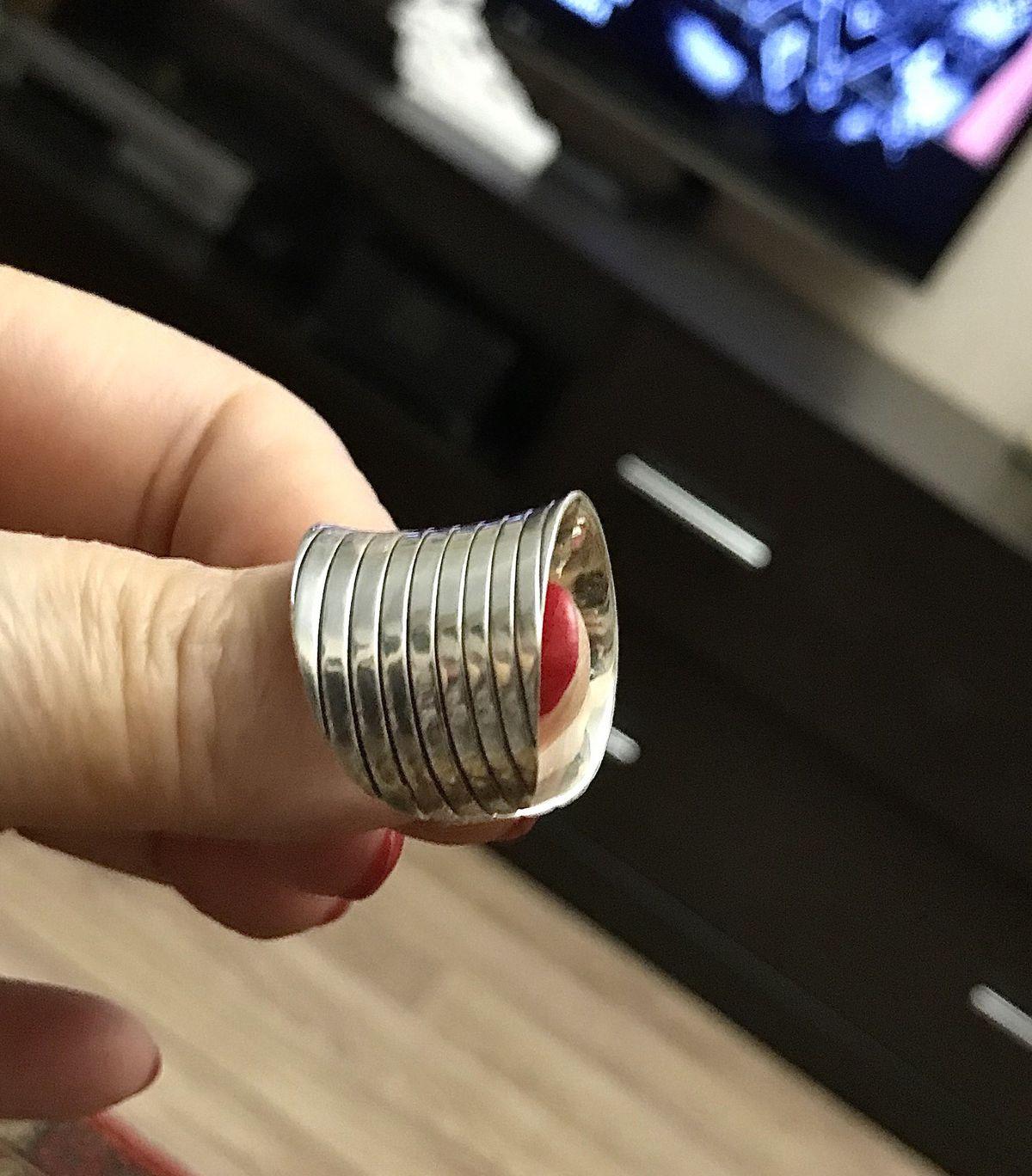 Серебряное колечко.