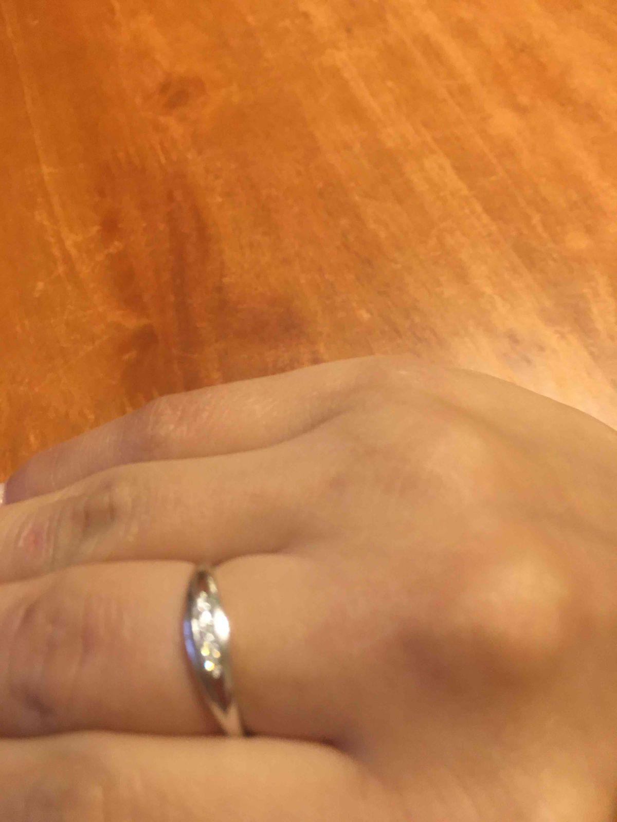 Кольцо из белого золота с камнями