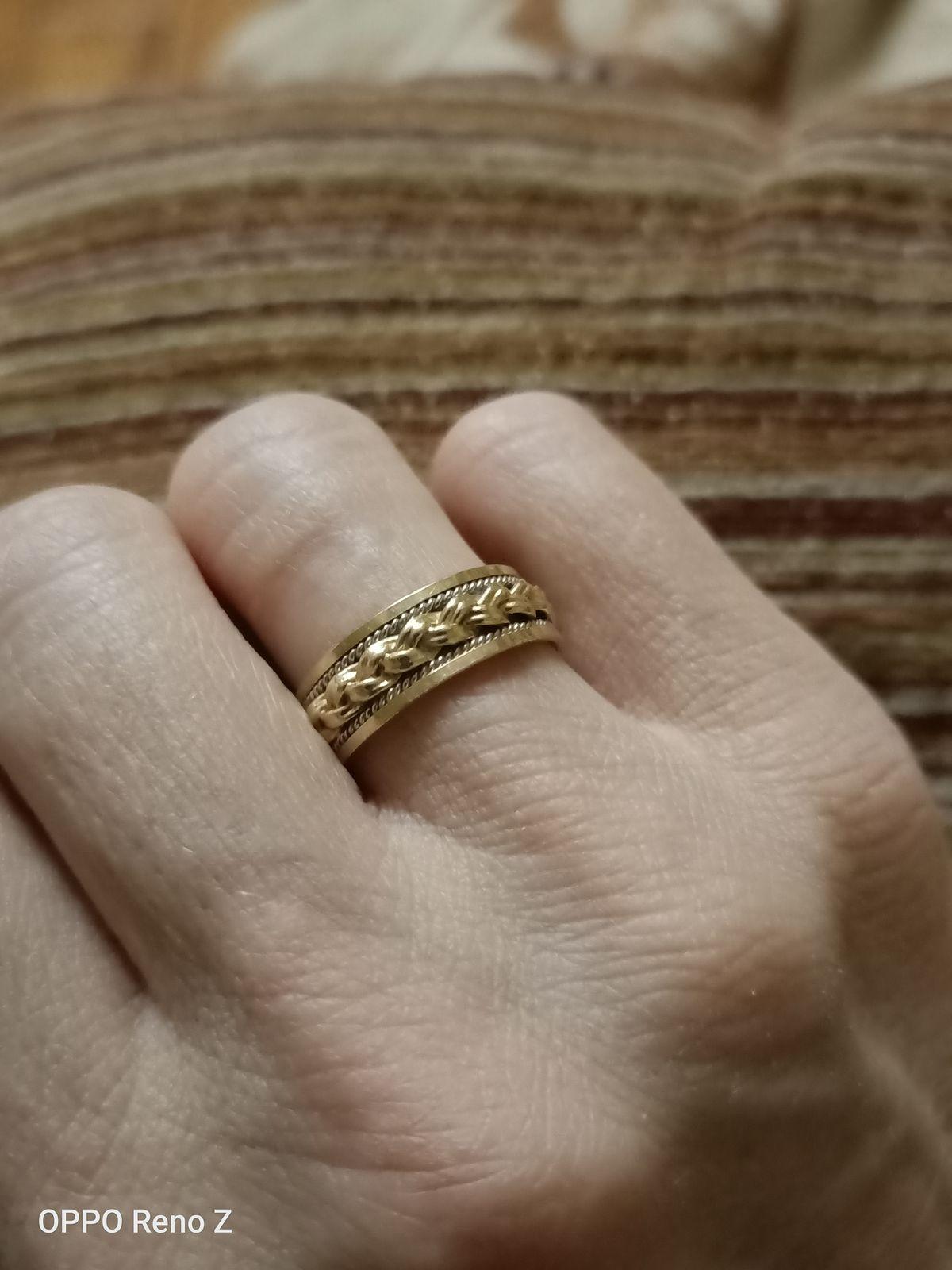 Великолепное обручальное кольцо!