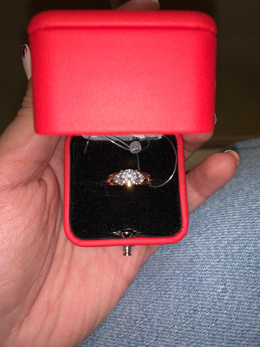 Золотое кольцо с фианитами😍