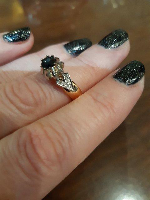 Кольцо с сапфиром и бриллиантиками